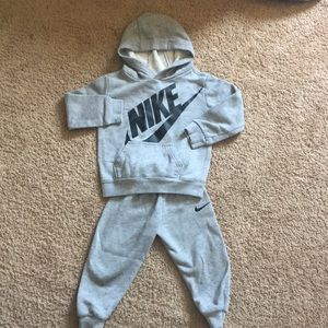 Nike jogger sweatsuit with pull over hoodie.